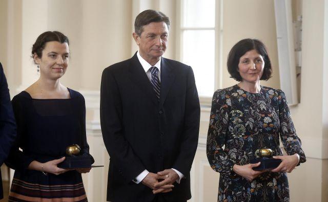 Tanja Petrushevska in Gabrijela Zaharijaš - prejemnici jabolka navdiha, in predsednik republike Borut Pahor FOTO: Blaž Samec/Delo