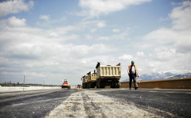 Skupna vrednost projekta je ocenjena na tri milijarde evrov, večina od predvidenih 133 mostov in 53 predorov bo zgrajenih v BiH. FOTO: REUTERS/Hazir Reka