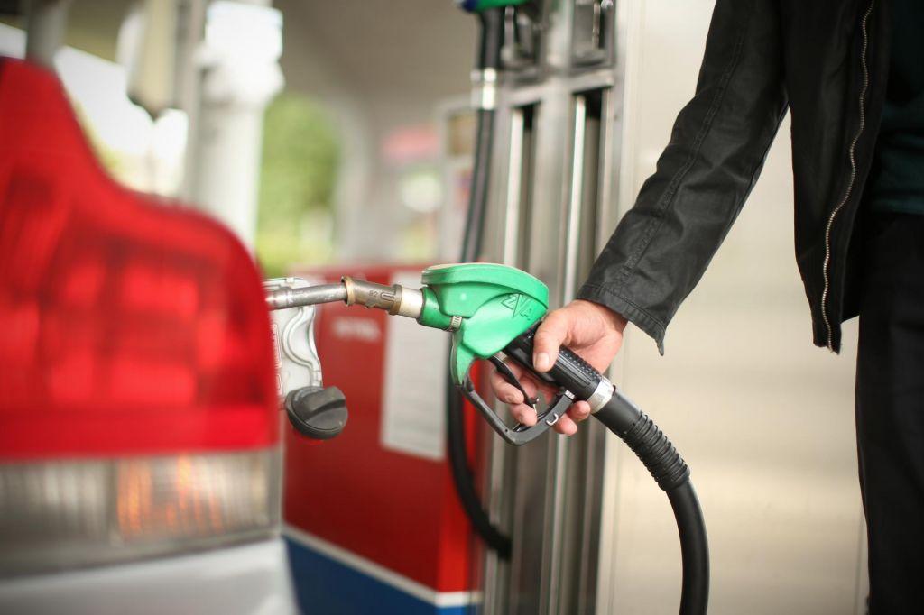 Opolnoči močna podražitev goriv