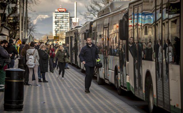 Čeprav se v Ljubljani povečuje delež uporabnikov urbane, pa se z javnim prevozom še vedno prevaža premalo potnikov. FOTO: Voranc Vogel