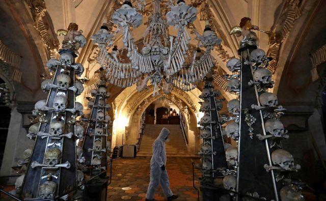 Po legendi je prvotne okrase in pohištvo iz kosti sestavil skoraj povsem slepi menih. FOTO: David W Cerny/Reuters