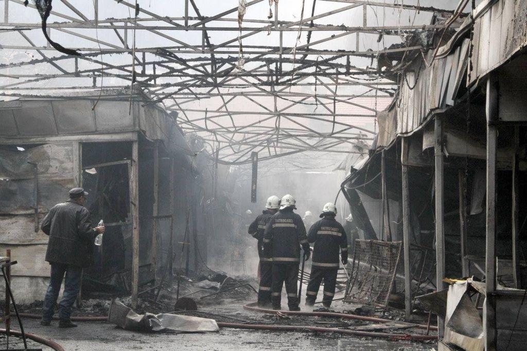 Požar na tržnici v gost dim ovil središče Tuzle