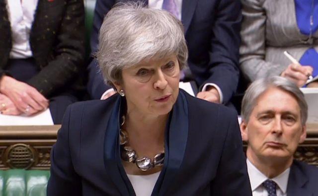 Premierka Theresa May je uspela s predlogom o kasnejšem glasovanju o ločitvenem sporazumu. FOTO: AFP