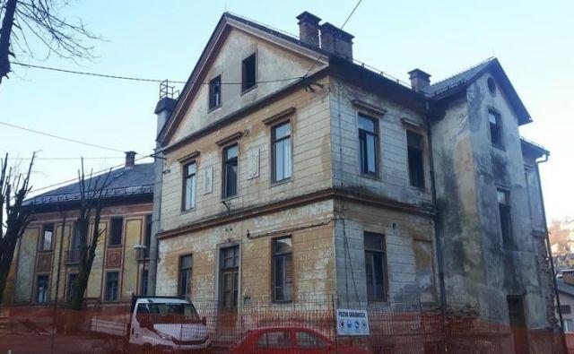 Stari zdravstveni dom je dolga leta sameval. FOTO: Občina Idrija
