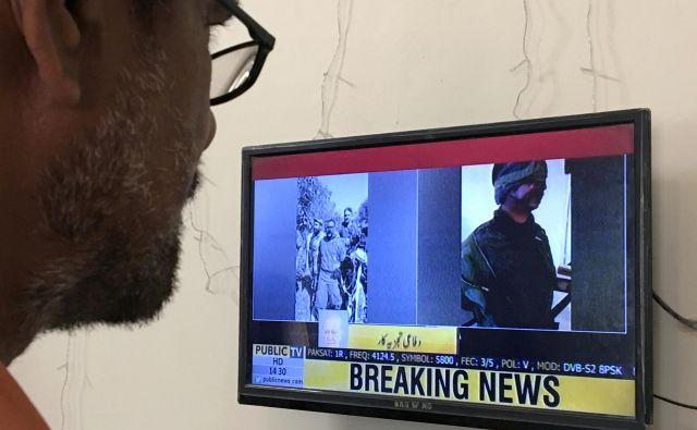 Napetosti med Indijo in Pakistanom se zaostrujejo. Takole so v Pakistanu spremljali novico, da jepakistanska vojska sestrelila dve indijski vojaški letali. FOTO:Akhtar Soomro/Reuters