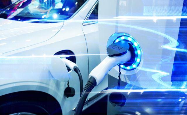 Lani se je na vseh velikih trgih prodaja baterijskih električnih vozil zelo povečala, vendar z majhne osnove, tako da je njihov tržni delež še vedno majhen. Foto Shutterstock