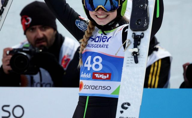 Nika Križnar se je zelo razveselila svojih včerajšnjih skokov in sedmega mesta na nordijskem SP. FOTO: Reuters