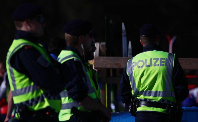 Avstrijski policisti so včeraj v Seefeldu prijeli in zaslišali pet športnikov. FOTO: Reuters