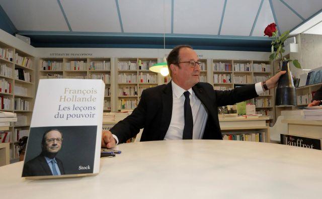 François Hollande med lansko predstavitvijo knjige Les leçons du pouvoir (Lekcije moči). Foto: Reuters