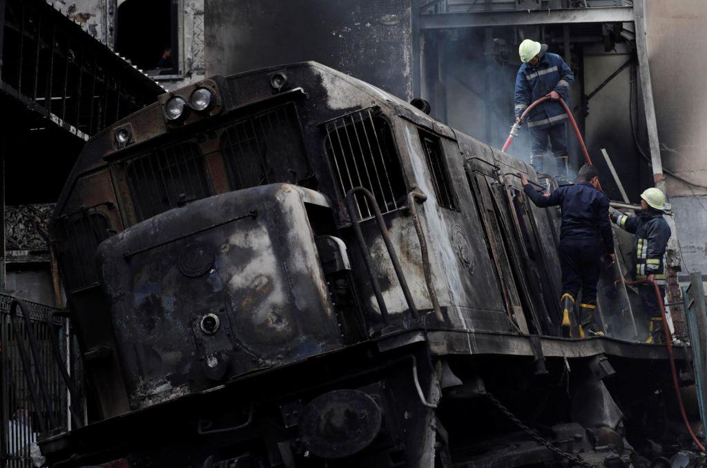 FOTO:Na glavni železniški postaji v Kairu izbruhnil požar (FOTO)