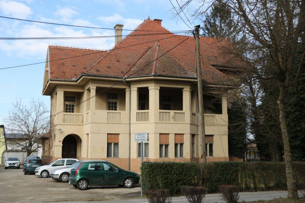 FOTO:Občina bi rada prodala Hartnerjevo vilo