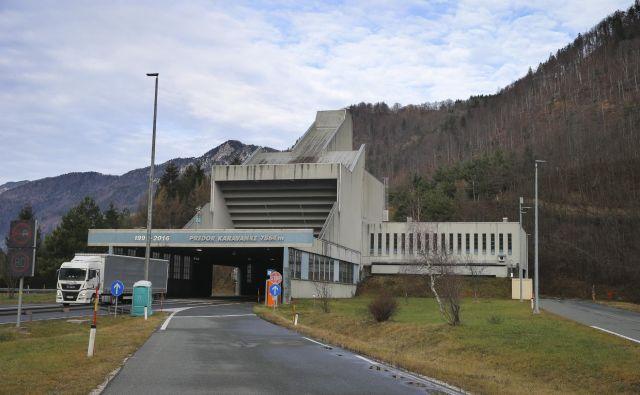 Avstrijci so skopali več kot 600 metrov novega predora, kdaj se bodo začela dela na slovenski strani, ni znano. Foto Jože Suhadolnik