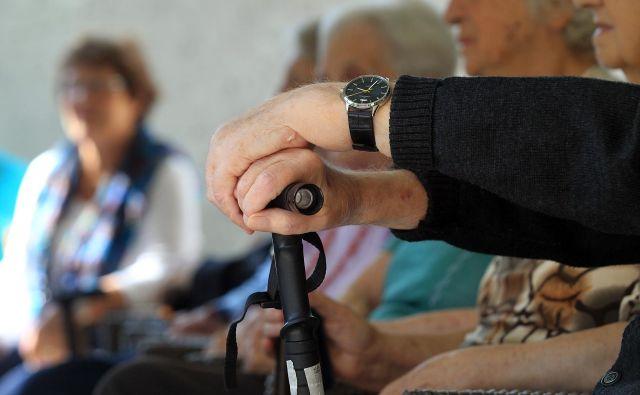 Upokojencem bodo izplačane 2,7 odstotka višje pokojnine.FOTO: Blaž Samec/Delo