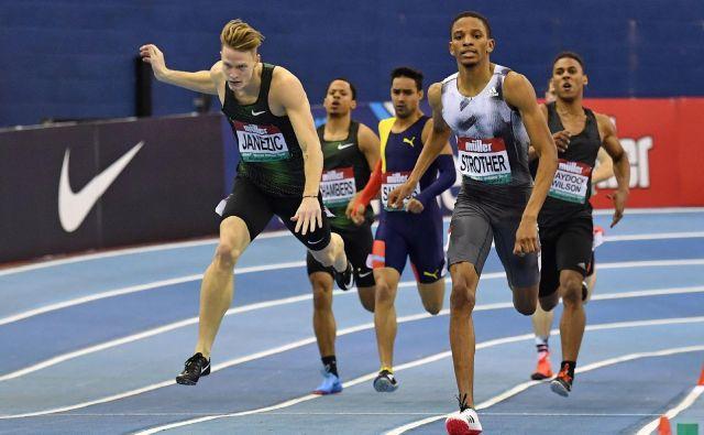 Luka Janežič (levo) z največjimi dvoranskimi tekmami nima najboljših izkušenj, a morda bo v Glasgowu vendarle napočil njegov čas. FOTO: AFP