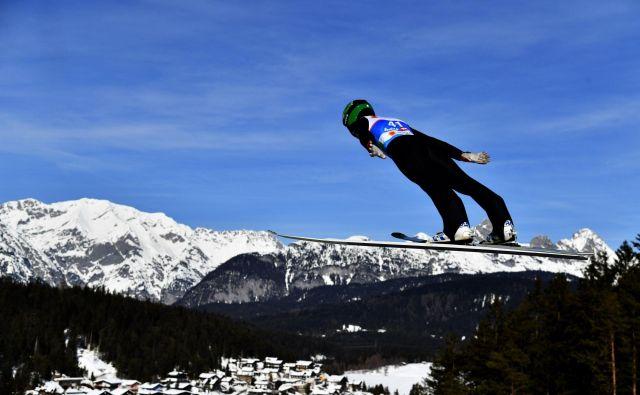 Peter Prevc močno upa in verjame, da bo na današnji tekmi v Seefeldu med elitno deseterico tudi Slovenec. FOTO: AFP