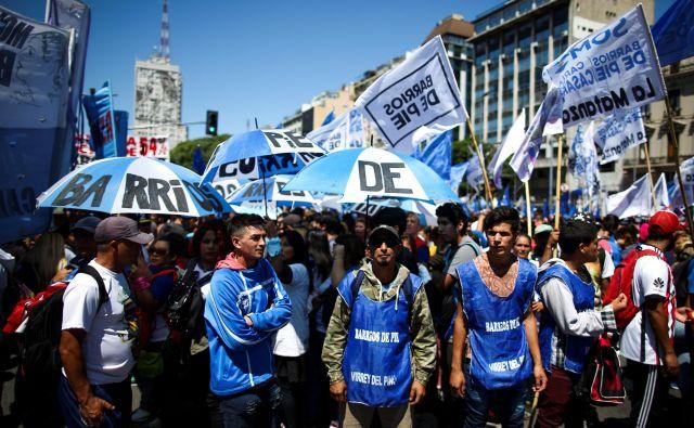 Z višanjem cene elektrike, vode in nepremičnin se po državi krepijo tudi protesti. FOTO: Reuters
