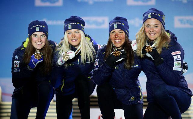 Zlate Švedinje Ebba Andersson,Frida Karlsson,Charlotte Kalla in Stina Nilsson so bile boljše od svojih najhujših tekmic Norvežank. FOTO: Reuters
