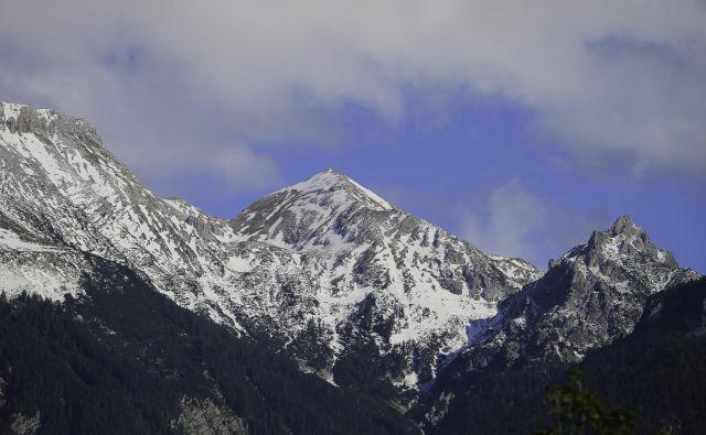 Policisti in gorski reševalci opozarjajo, da so razmere v gorah še vedno zelo nevarne. FOTO: Jože Suhadolnik