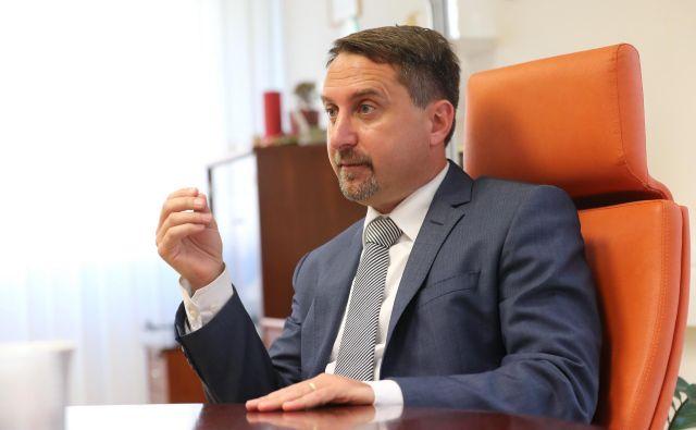 Igor Velov je večkrat zatrdil, da ne ve, kaj mu očitajo in zakaj se je znašel v preiskavi. FOTO: Dejan Javornik/Delo