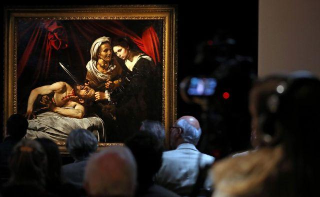 Pristaše atribucije slike Caravaggiu so prepričali predvsem žarenje slike, njena energija, predvsem pa prisotnost t. i. pentimentov, popravkov, ki so smiselni le pri izvirnikih. FOTO: AFP