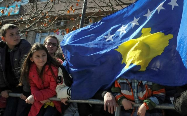 Carine na srbsko blago polarizirajo politično sceno na Kosovu. FOTO: Laura Hasani/Reuters