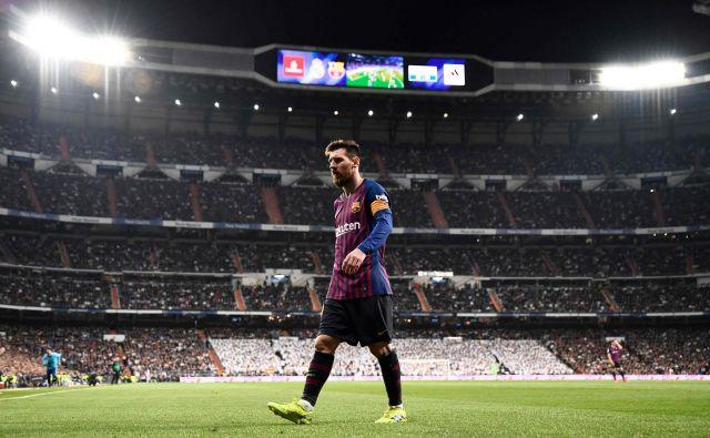 Lionela Messija so branilci Reala poizkušali zaustaviti na vse možne načine, Sergio Ramos mu je v prvem polčasu v dvoboju med drugim prisolil tudi pošteno zaušnico, ki pa je ostala nekaznovana. FOTO: AFP