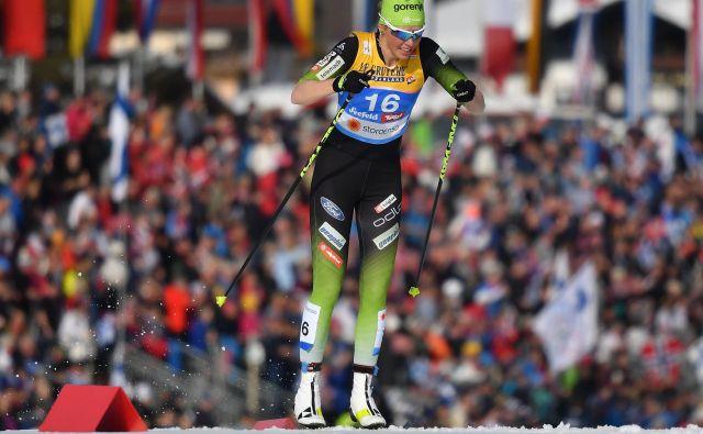 Smučarski tekačici Anamarija Lampič in Katja Višnar imata v primerjavi s Skandinavkami, Nemkami, Rusinjami itn. na razpolago dosti slabše razmere, pa sta v ekipnem šprintu pokorili skorajda ves svet. FOTO: Joe Klamar/AFP