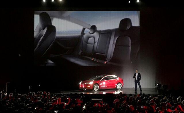 Elon Musk z modelom 3. Foto Alexandria Sage Reuters