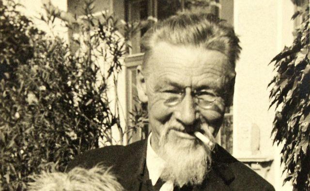 Jože Plečnik je živel zadržano, malone svetniško, brez cigaret pa ni zmogel. FOTO: MGML