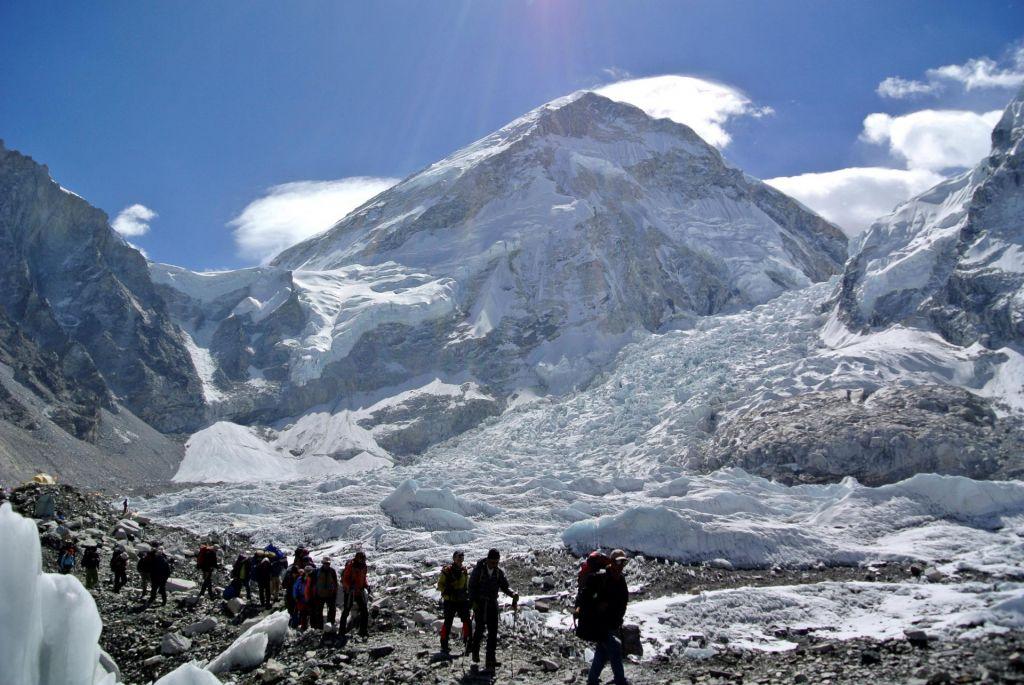 Alpinista bosta na Everest poskušala priti po doslej še nepreplezani smeri