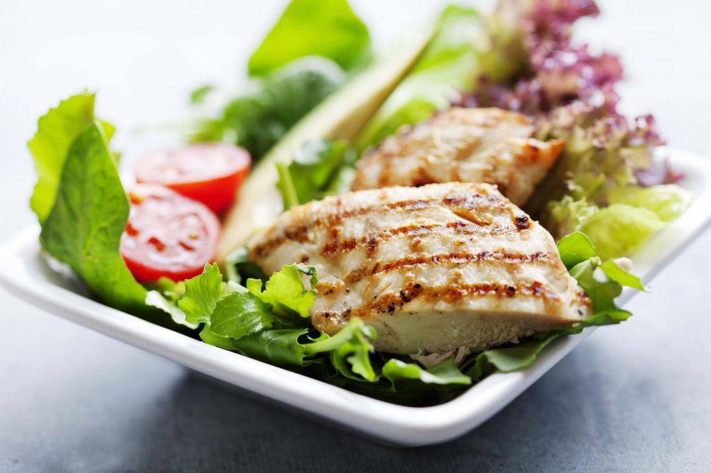 Nas prehrana lahko obvaruje pred rakom?