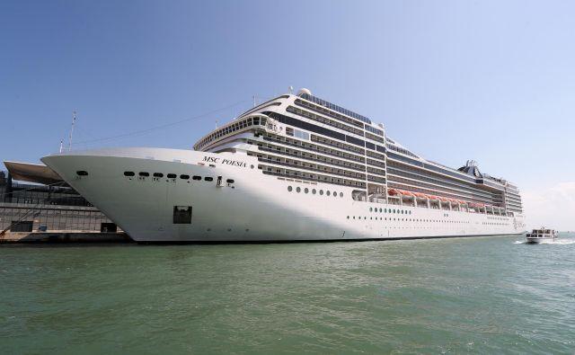 Skoraj vse ladje, ki priplujejo v Koper, plujejo tudi v Benetke. Foto Marko Feist