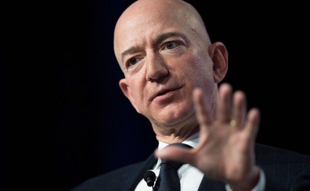 V Jeffovi lasti je za zdaj 16 odstotkov delnic družbe, a njegova soproga naj bi bila upravičena do polovice premoženja.FOTO: Jim Watson/AFP
