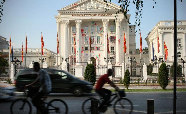 Novi makedonski predsednik bo prvi, ki bo državo predstavljal pod imenom Severna Makedonija. Za favorita velja Stevo Pendarovski. FOTO: Jure Eržen/Delo