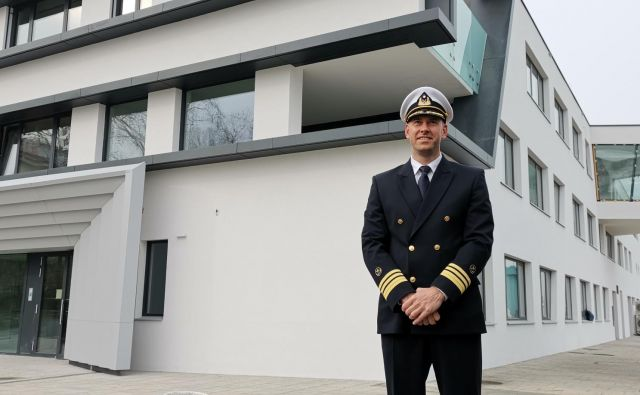 Direktor uprave za pomorstvo Jadran Klinec si poleg novih prostorov za učinkovito opravljanje nalog želi še najmanj 12 novih uslužbencev. Foto Boris Šuligoj