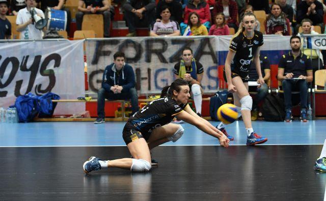 Kapetanka GEN-I Volleyja je neuničljiva Tina Lipicer Samec. FOTO: Tine Strosar