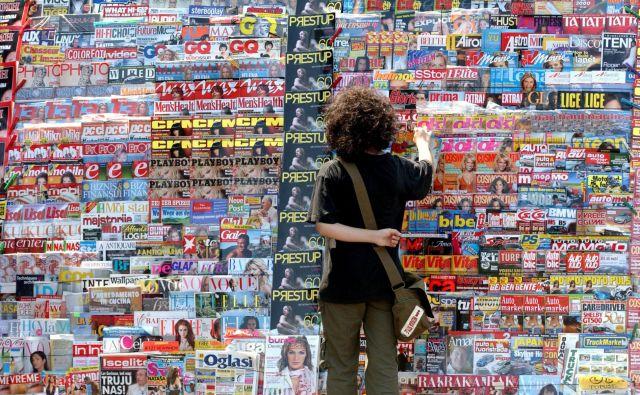 Večina srbskih medijev, kipreiskujejo javnosti neznane družine, ki jih je prizadela tragedija, bolj natančno in vztrajno kot zlorabe politikov, je v zasebni lasti. FOTO: Shutterstock