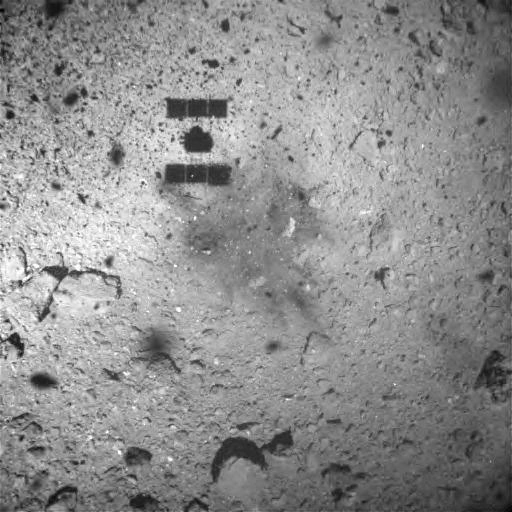 Poglejte ta izjemni posnetek pristanka na asteroidu (VIDEO)