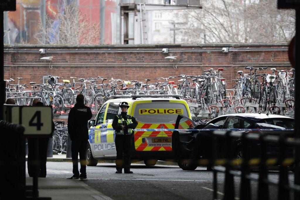 Londonska policija preiskuje tri sumljive pakete