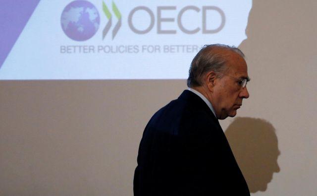 OECD, ki ga vodi José Angel Gurría, opozarja na vse bolj skrb vzbujajoče signale iz svetovne ekonomije in znižuje napovedi. FOTO: Reuters