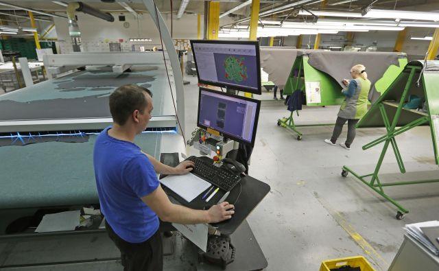 Dani AFC je podjetje, ki izdeluje za podjetja, kot so Audi, Volkswagen in Mercedes. FOTO: Leon Vidic/Delo