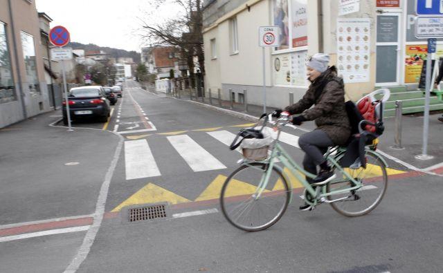 Prebivalci Livarske ulice lahko pripeljejo do doma le z Dunajske ceste, in to iz bežigrajske smeri. FOTO: Mavric Pivk/Delo