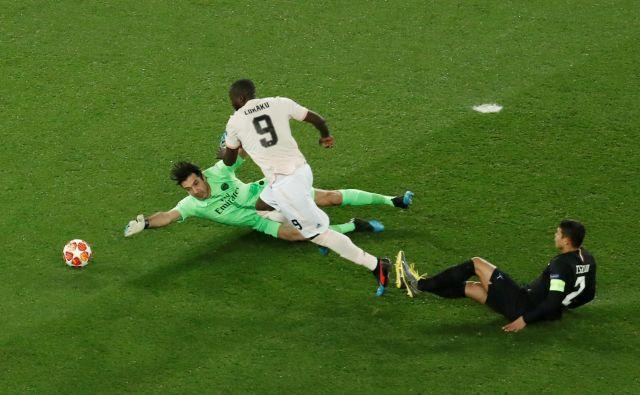 Romelu Lukaku je začel Unitedov čudež na Parku Princev, potem ko je zabil prva dva gola. FOTO: Reuters