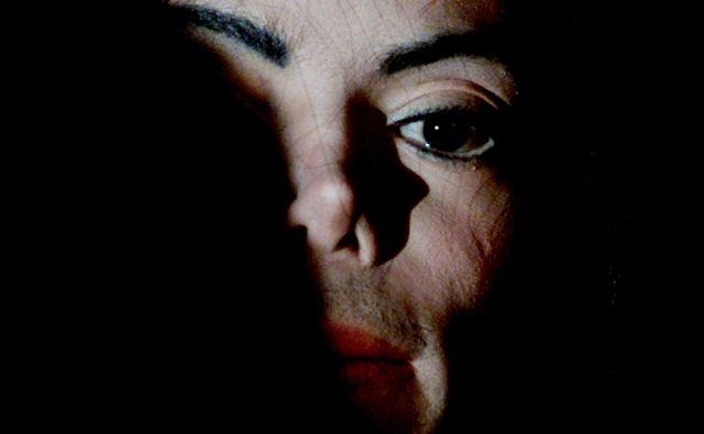 Novice o umiku glasbe Michaela Jacksona z radijskih programov so za zdaj prišle iz Kanade, Nizozemske, Norveške, Avstralije in Nove Zelandije. FOTO: Russell Boyce/Reuters