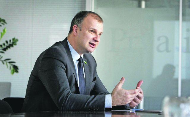 Državni sekretar na gospodarskem ministrstvu Aleš Cantarutti je po seji vlade povedal, da je stanje neposrednih tujih investicij na dobrih 30 % BDP in nas še čaka nekaj dela, saj smo za povprečjem EU Foto Leon Vidic/Delo