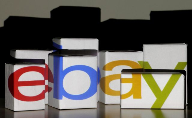 An eBay logo is projected onto white boxes in this illustration picture taken in Warsaw, January 21, 2014. REUTERS/Kacper Pempel/File Photo GLOBAL BUSINESS WEEK AHEAD PACKAGE SEARCH BUSINESS WEEK AHEAD 17 OCT FOR ALL IMAGES - S1BEUHKTLIAA Foto Kacper Pempel Reuters