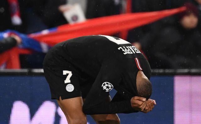 Tudi Kylian Mbappe ni mogel verjeti, da je PSG znova zapravil izjemno priložnost. FOTO: AFP