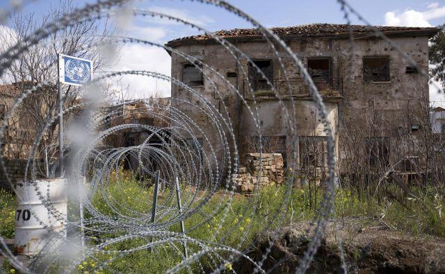 Žica že več kot 40 let deli Ciper na dva dela. FOTO: Reuters