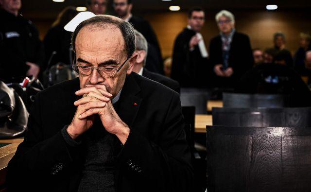 Oseminšestdesetletnega Philippa Barbarina, ki je tudi lyonski nadškof, danes ni bilo na sodišču. FOTO: AFP