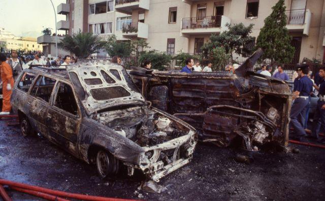 Bombni napad, v katerem je umrl sodnik Paolo Borsellino, se je zgodil 19. julija 1992. FOTO: Reuters